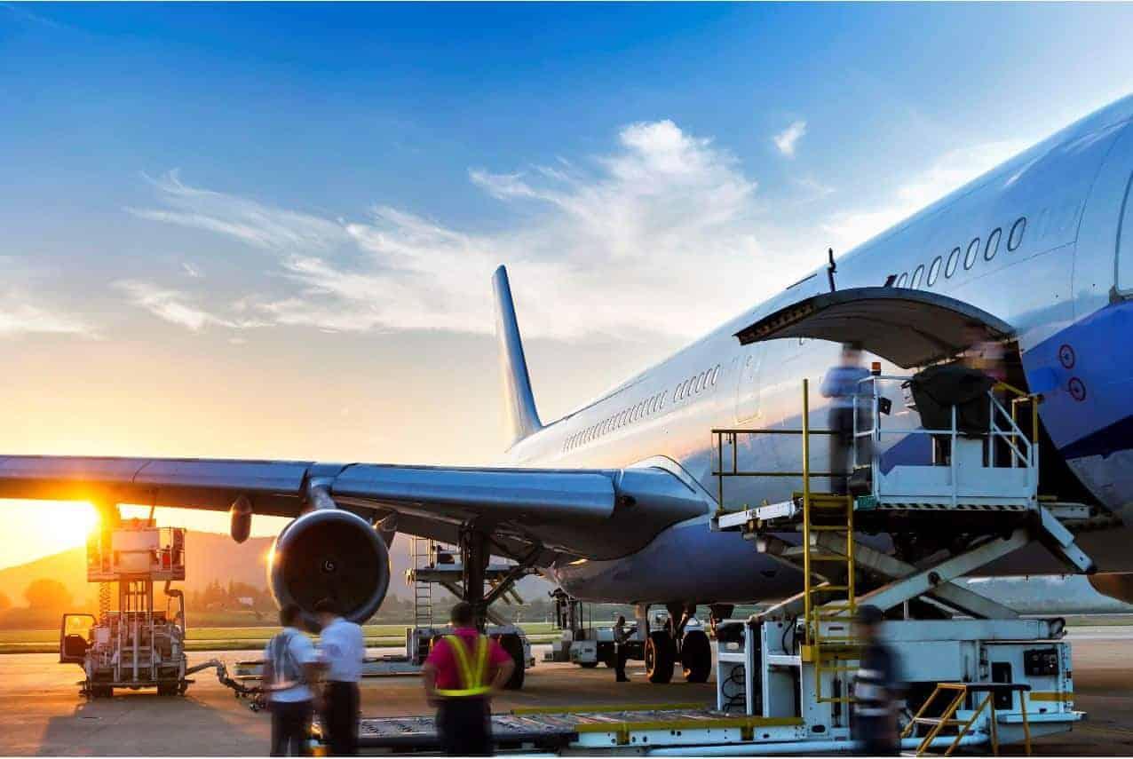 Marchandise prioritaire en soute sur les vols pour un transport urgent de fret a l'international