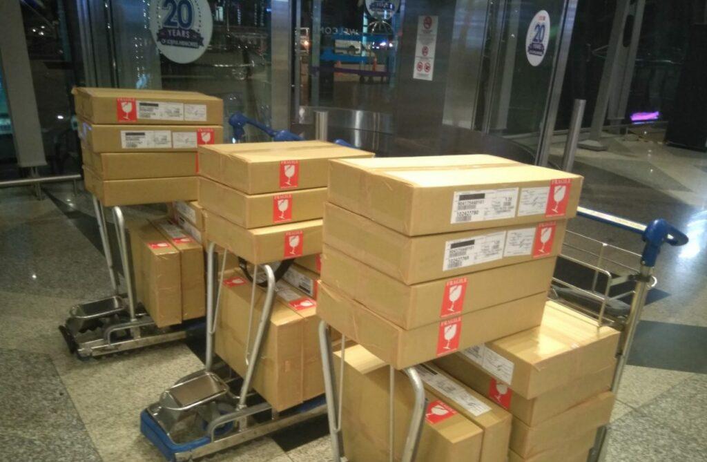 276 kg de marchandise vers le Mexique par coursier à bord