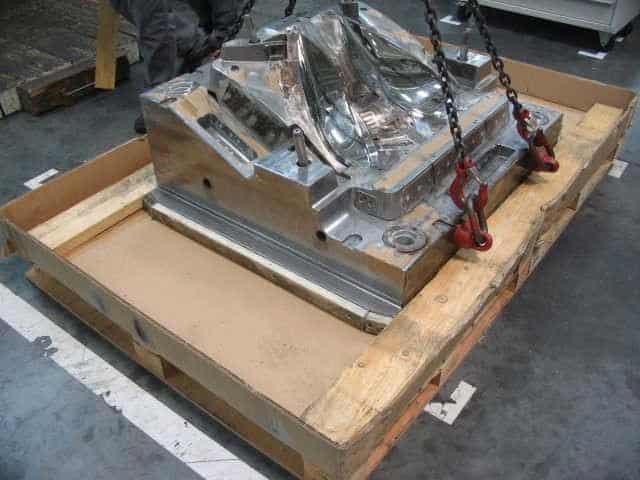 Urgent plane transport of a 4-ton automotive mold